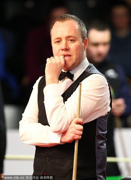 图文:德国大师赛正赛次日 希金斯咬手指