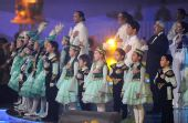 图文:第七届亚冬会闭幕 演员闭幕式上放歌