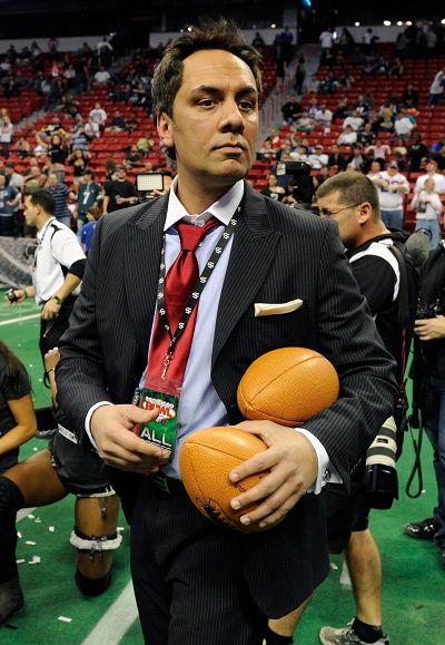 美女 橄榄球//44教练抱着橄榄球