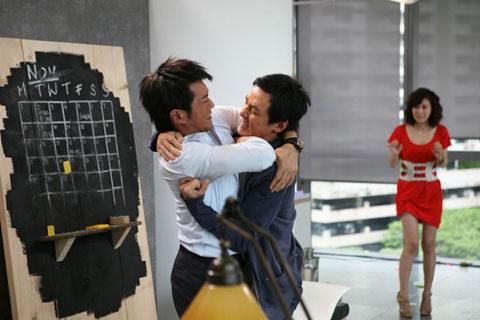 古天乐(左)与吴彦祖在新片中打个不停。