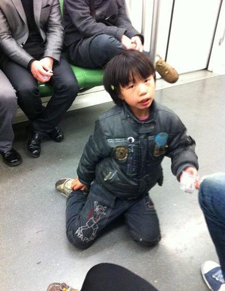 各地网友街拍救助乞讨儿童 两周内近千张照片上传(组图)