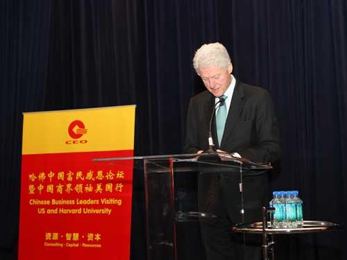 图:美国前总统克林顿为中国民营企业家代表团做专题演讲