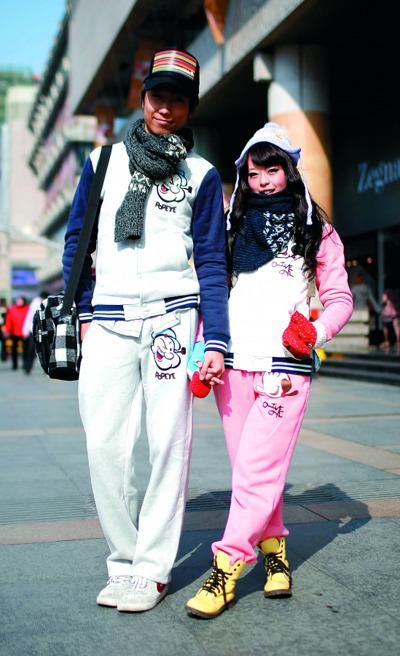 亮点:情侣运动装,围巾