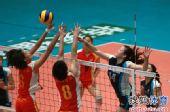 图文:天津女排3-0上海 陈丽怡以一敌二