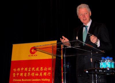 美国前总统克林顿向中国商界领袖发表演讲。(美国《世界日报》/曹健摄影)