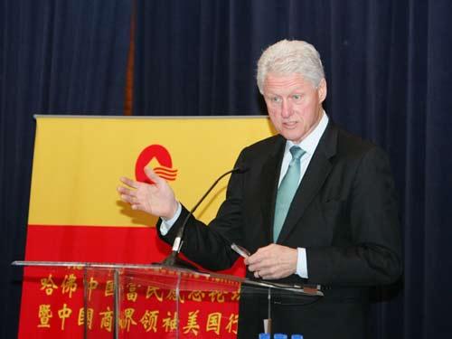 美国前总统克林顿为中国商界领袖美国行代表团做专题演讲(图片来源:搜狐财经)