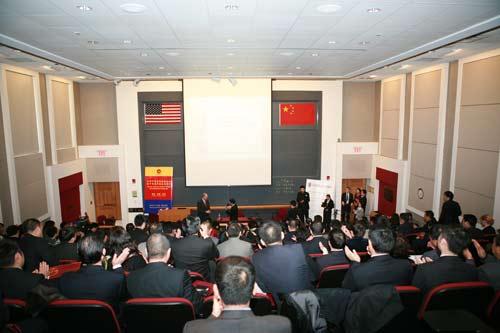 """摩骧特教授作""""美国房地产市场及福利房建设对中国的启发""""讲演"""