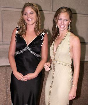 布什的双胞胎女儿芭芭拉和詹娜。