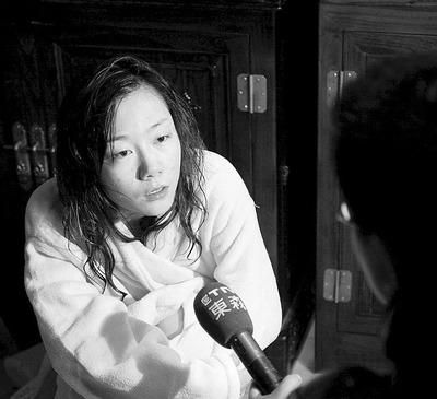昨日,记者联系到这两位90后,苏紫紫称将举办人体摄影巡展,晨诗怡则要