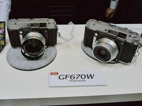 富士展示中画幅旁轴相机新品GF670W实物