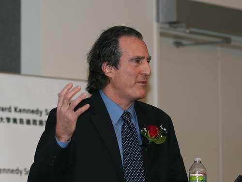 图:2006年诺贝尔奖得主雷格.曼诺教授