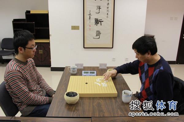 图文:天元赛本赛四强战 俞斌对阵时越赛前猜先