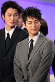 图文:最佳男主角妻夫木聪,左为冈田将生