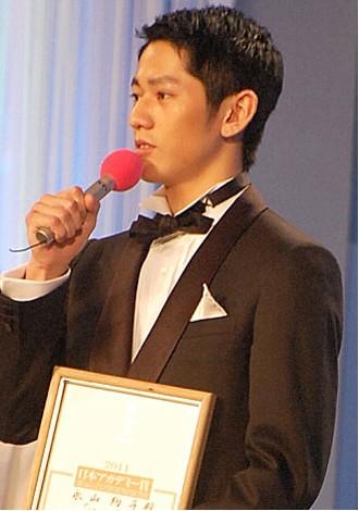 永山绚斗出席学院奖当天,日本媒体曝光其父自杀事件