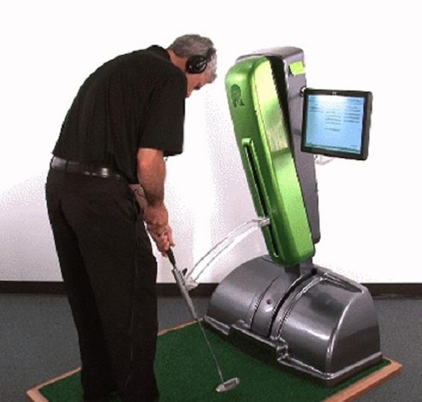 可以上高尔夫球课的自动售货机