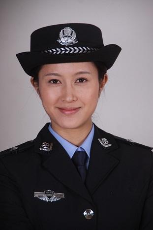 中国公安警服_《公安厅长》成都赶拍 袁志博穿警服过足瘾