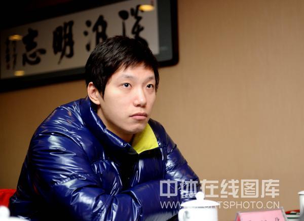 图文:乒超运动员流动会议 雷振华静坐一旁
