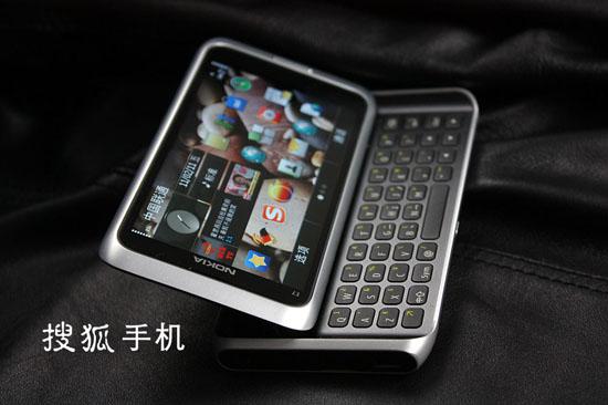 诺基亚E7全键盘造型