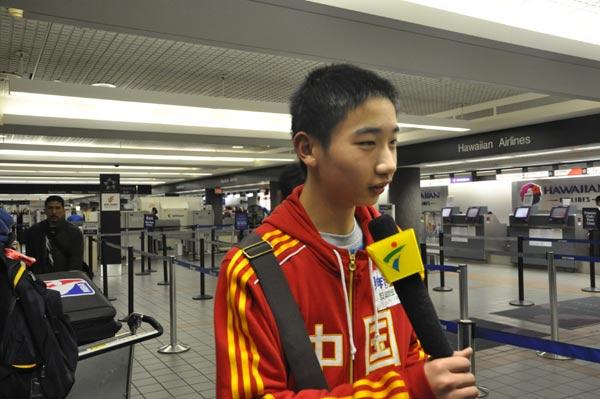 在赴美近距离体验NBA全明星赛后返程回国,以上是在机场合影和接
