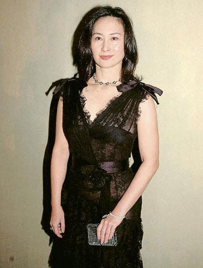 色熟女_何超琼40 熟女代表,黑色蕾丝高腰线礼服长裙.