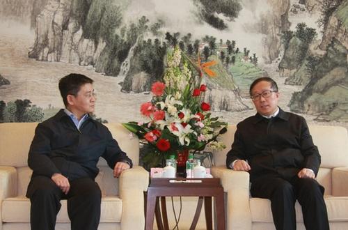 牛津英�y�fy�d_湖北省委书记李鸿忠(右)会见人民网总裁廖玒(左)