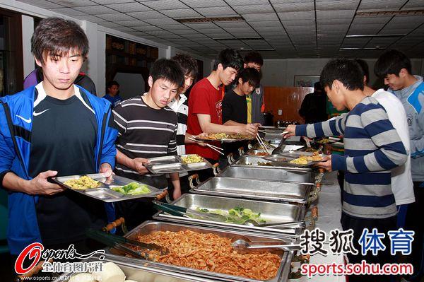 黄凤涛挑选美食
