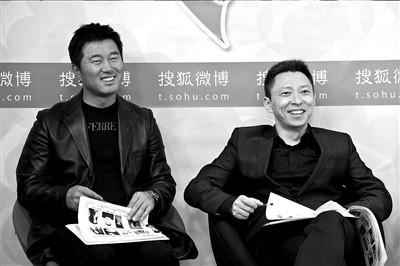 满文军(左)和搜狐CEO张朝阳出席活动