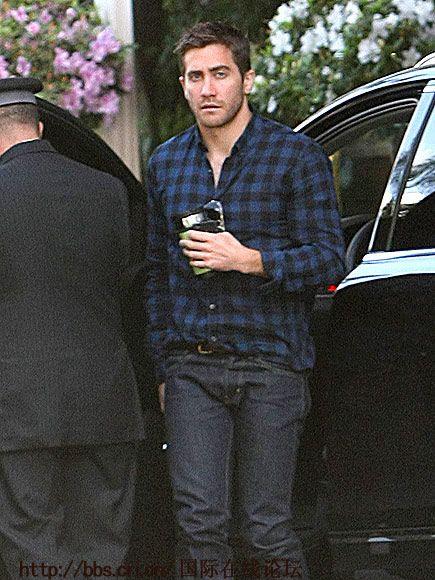 杰克吉伦希尔出柜_组图:好莱坞型男出街 皮衣外套春季搭配更显帅气-搜狐滚动