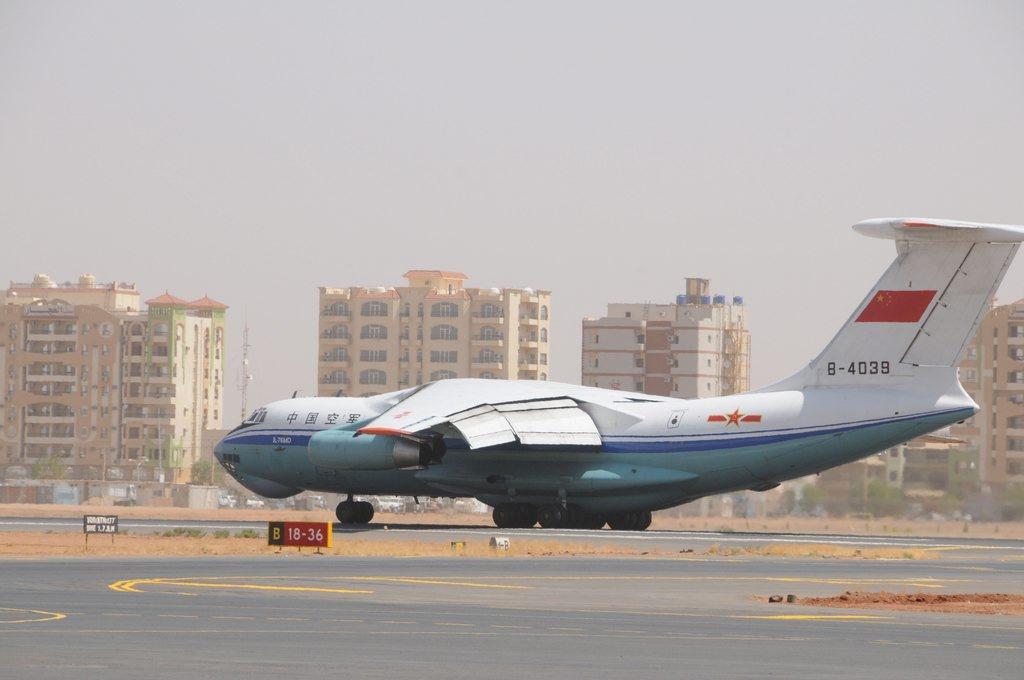 国产�9��zj��i�_空军4架运输机集结喀土穆 准备奔赴利比亚撤侨