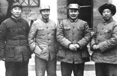 薄一波个人资料_资料图:陈毅(左三)与薄一波(左一),宋任穷(左二),滕代远(左四)