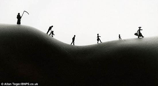 """普通风景照? 美艺术家妙用人体曲线创作""""人体景观""""(图"""