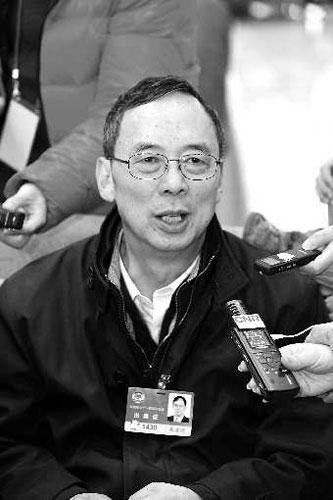 朱清时接受采访。本报特派记者 吉祥 摄