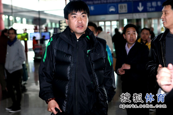 图文:国安结束拉练抵京 领队魏克兴抵达