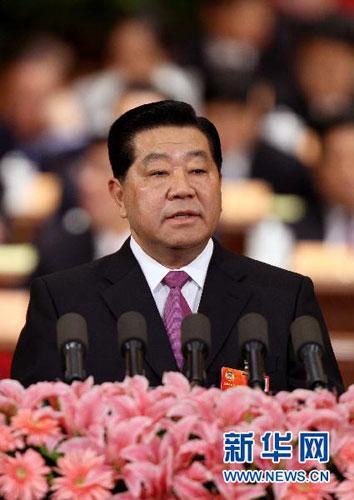 全国政协主席贾庆林代表政协第十一届全国委员会常务委员会向大会作工作报告。新华社记者姚大伟摄