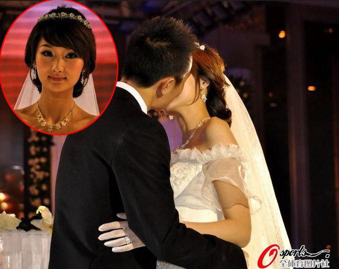 而每次提到这位美娇妻,冯潇霆的幸福感都溢于言表.