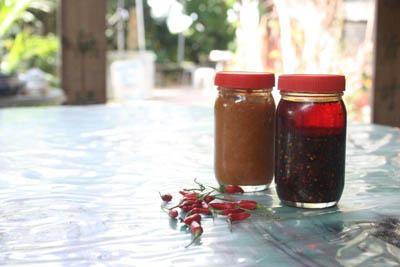 期间限定的自家�u黄皮酱和辣椒油(各 $35 ),纯天然无添加,售完即止。