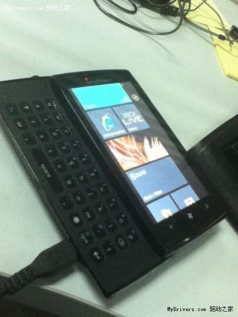 索爱侧滑式全键盘WP7手机谍照曝光