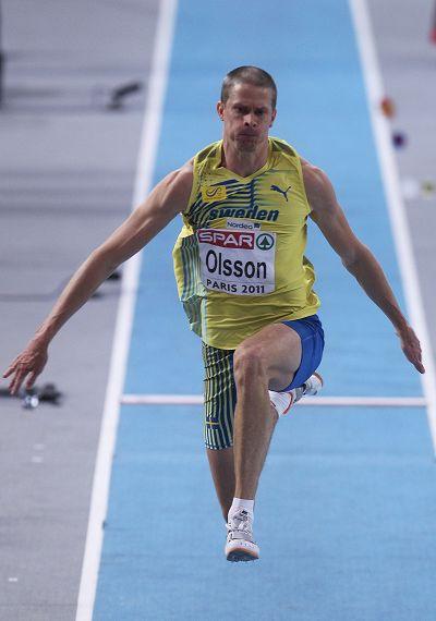 助跑三级跳怎么跳固)�_图文:三级跳室内世界纪录作古 奥尔森正在助跑