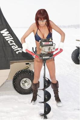 美女冰钓队