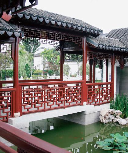 一般来说,中国古典园林突破空间局限,创造丰富园景的最重要手法,是