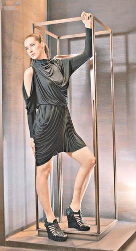 黑色dress $8,600