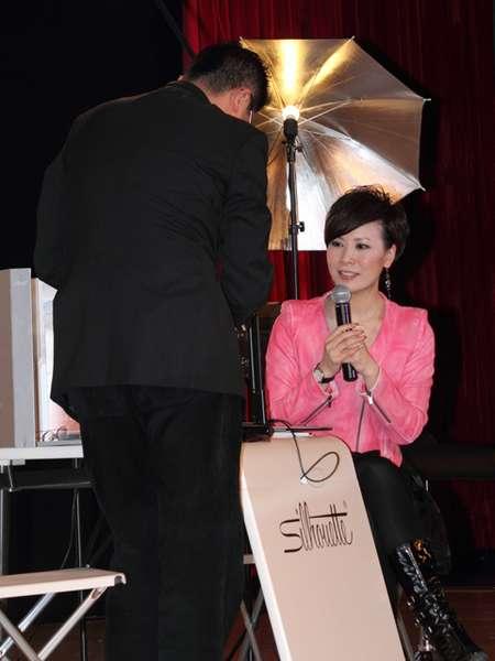 主持人海燕亲身体验诗乐化妆美学图片