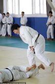 图文:佟文解禁后首次训练 佟文将对手掀翻