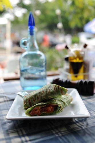 烟三文鱼墨西哥卷用料新鲜,做法仿照传统。