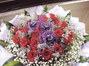 一束19朵的玫瑰花要1700元图片