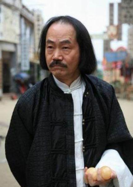 成龙、洪金宝、元彪、元奎,及元武、元德同为香港于占元武师教