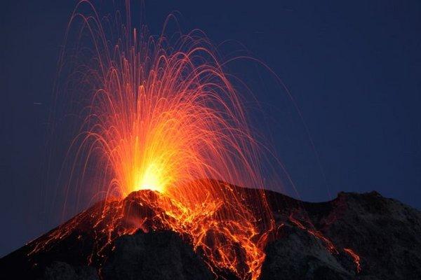 难以置信的火山爆发大片(组图)