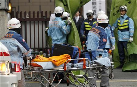 地震后,东京的救援团队迅速赶到了商业区.