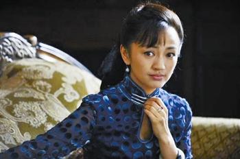 张嘉译罗海琼演绎草根;   《借枪》热播,罗海琼饰演的裴艳玲给观众留