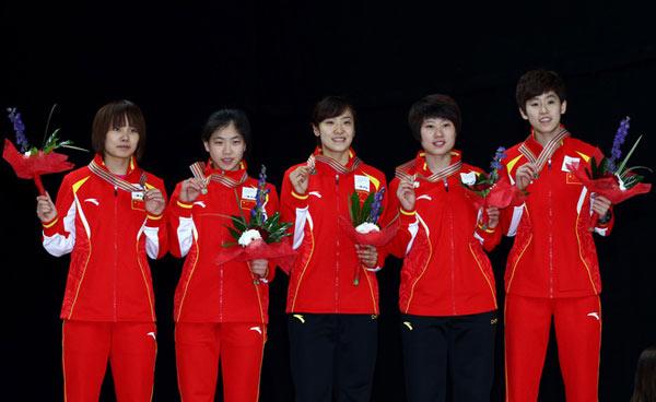 女子3000米接力中国队摘金